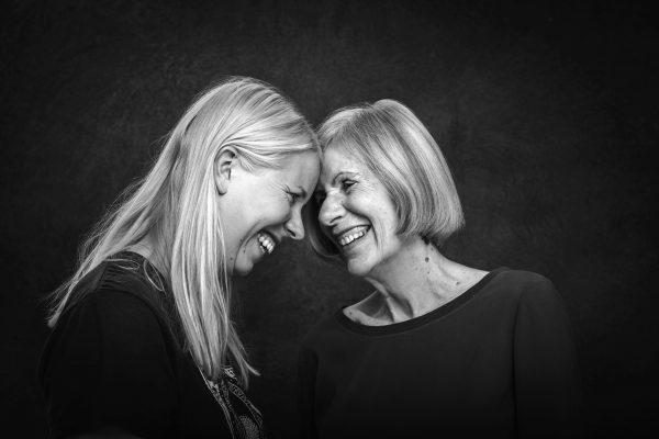 Äitejä ja tyttäriä Pirkko ja Julia